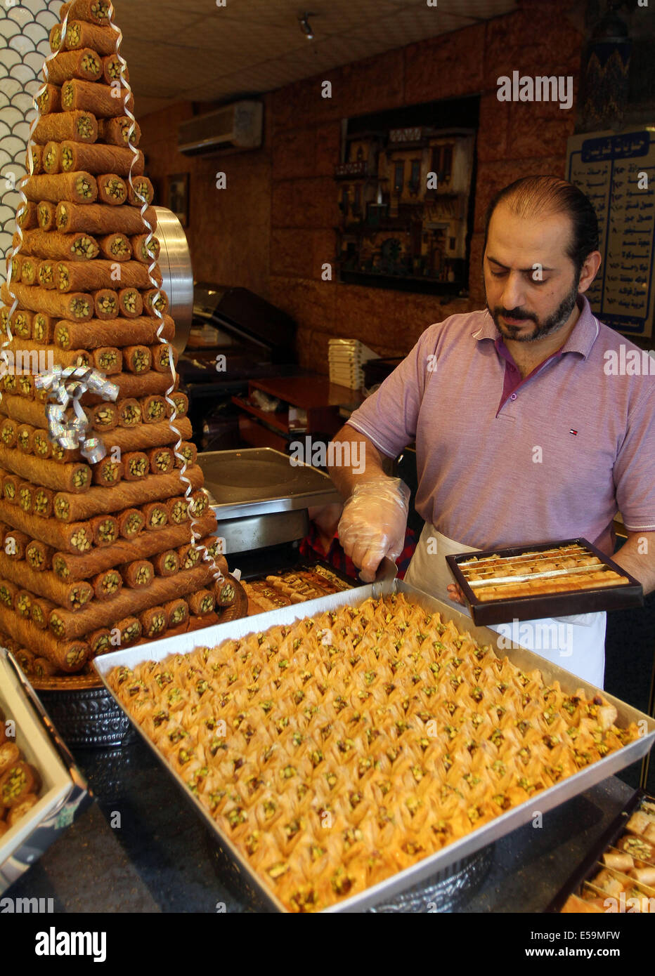 Must see Syria Eid Al-Fitr Food - damascus-syria-24th-july-2014-a-syrian-man-makes-arabic-sweets-at-E59MFW  You Should Have_26939 .jpg