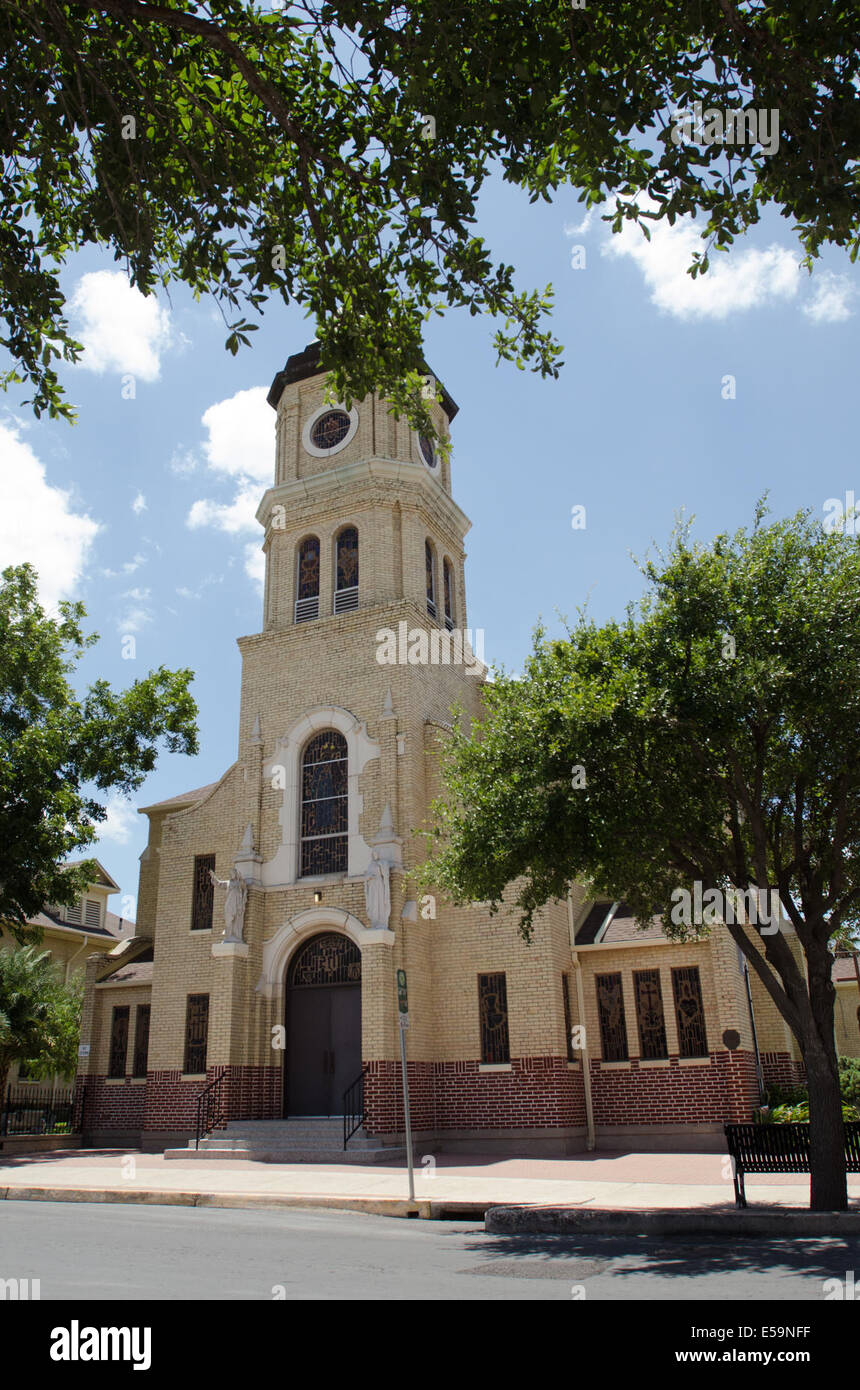 McAllen, Texas, USA. 14th July, 2014. The Sacred Heart Church in McAllen Texas has been helping immigrants make - Stock Image