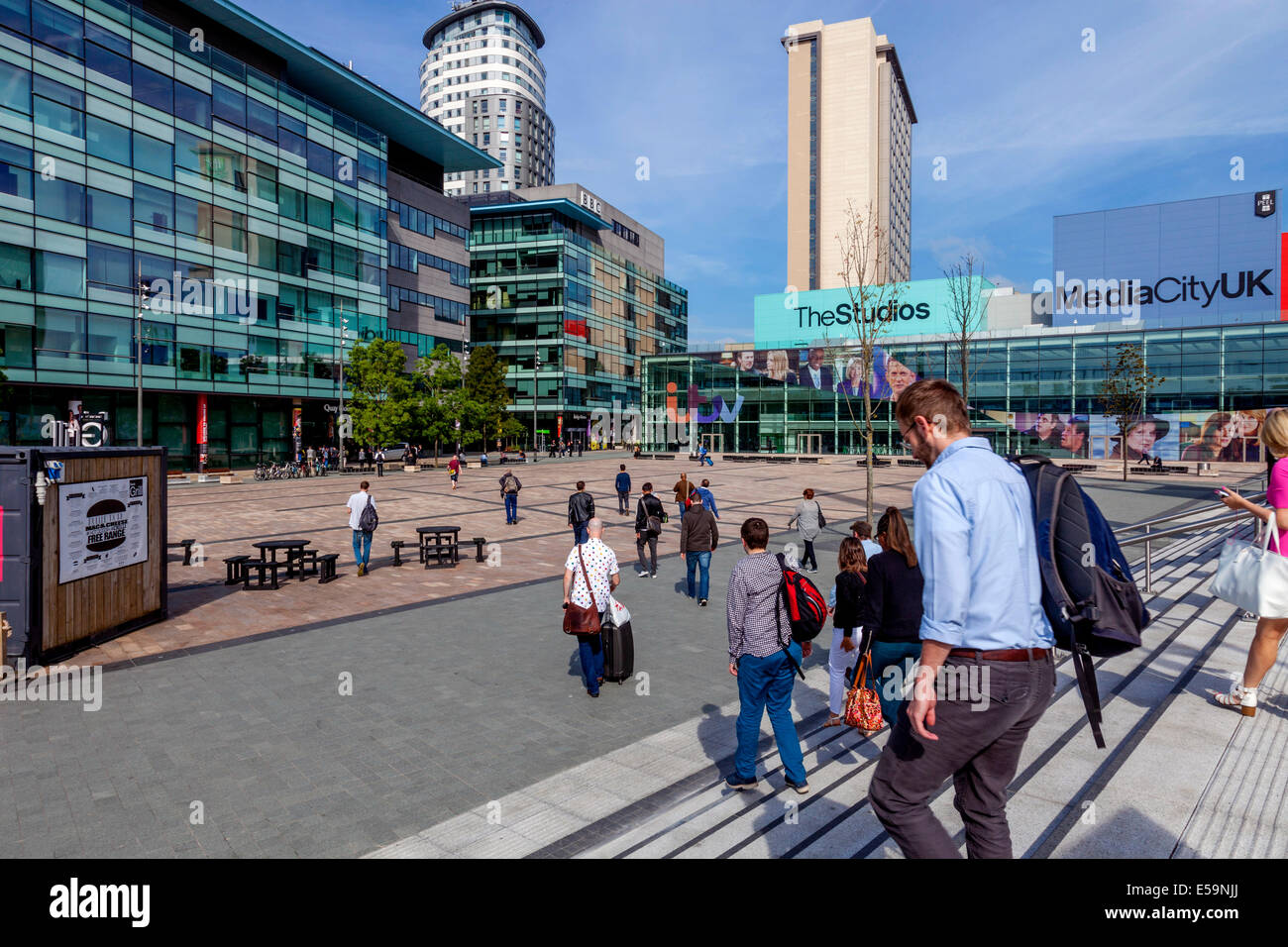 People Arriving For Work, Media City Uk, Salford Quays, Manchester, England - Stock Image