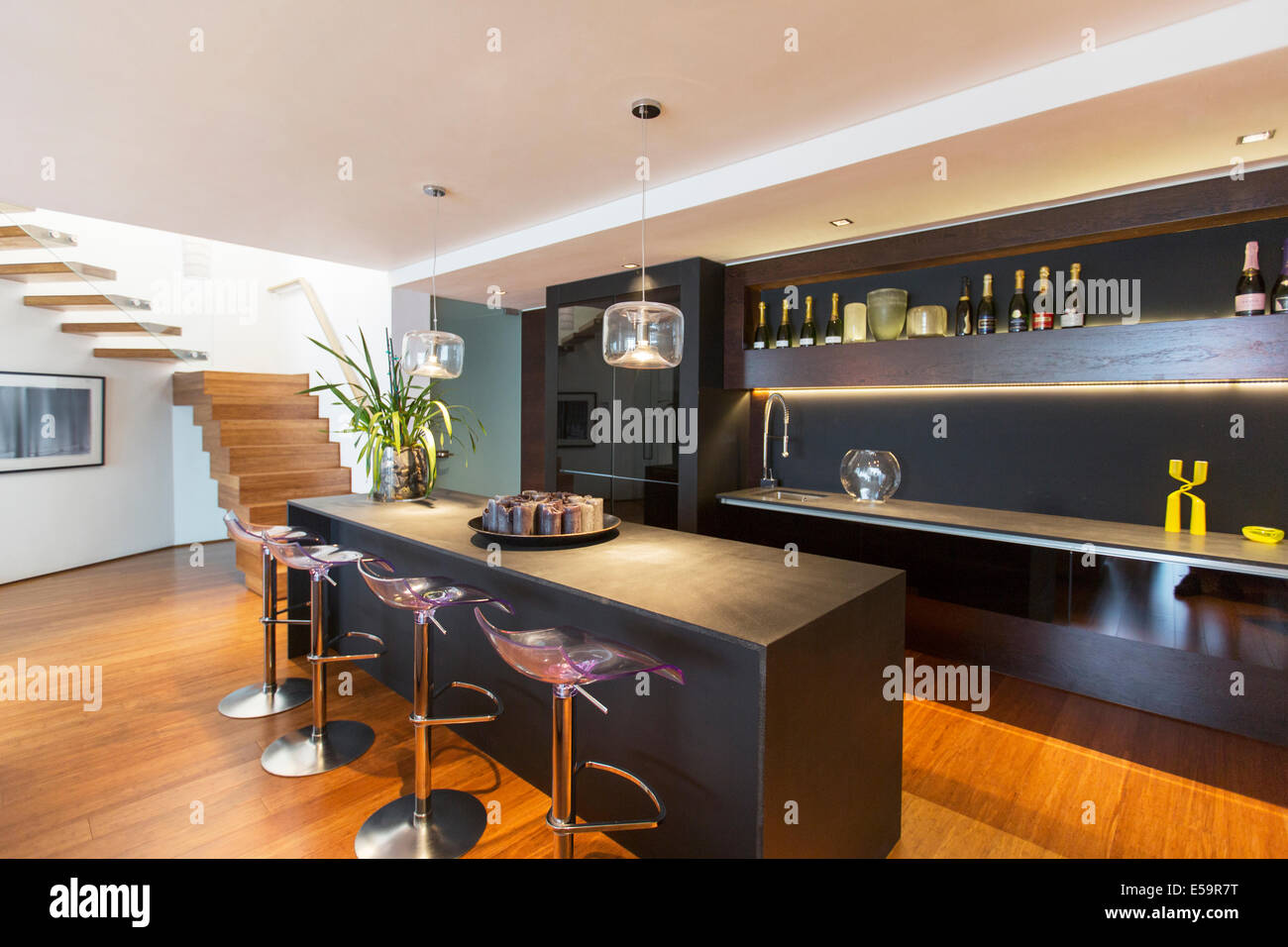 Bar stools and countertop in modern lounge - Stock Image