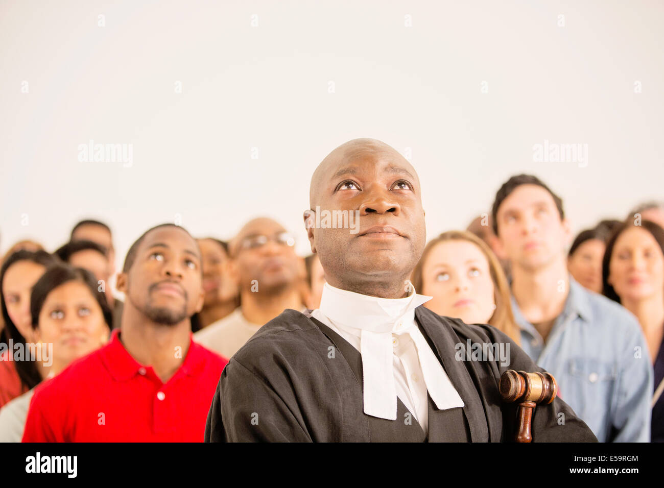 Judge and crowd looking up - Stock Image