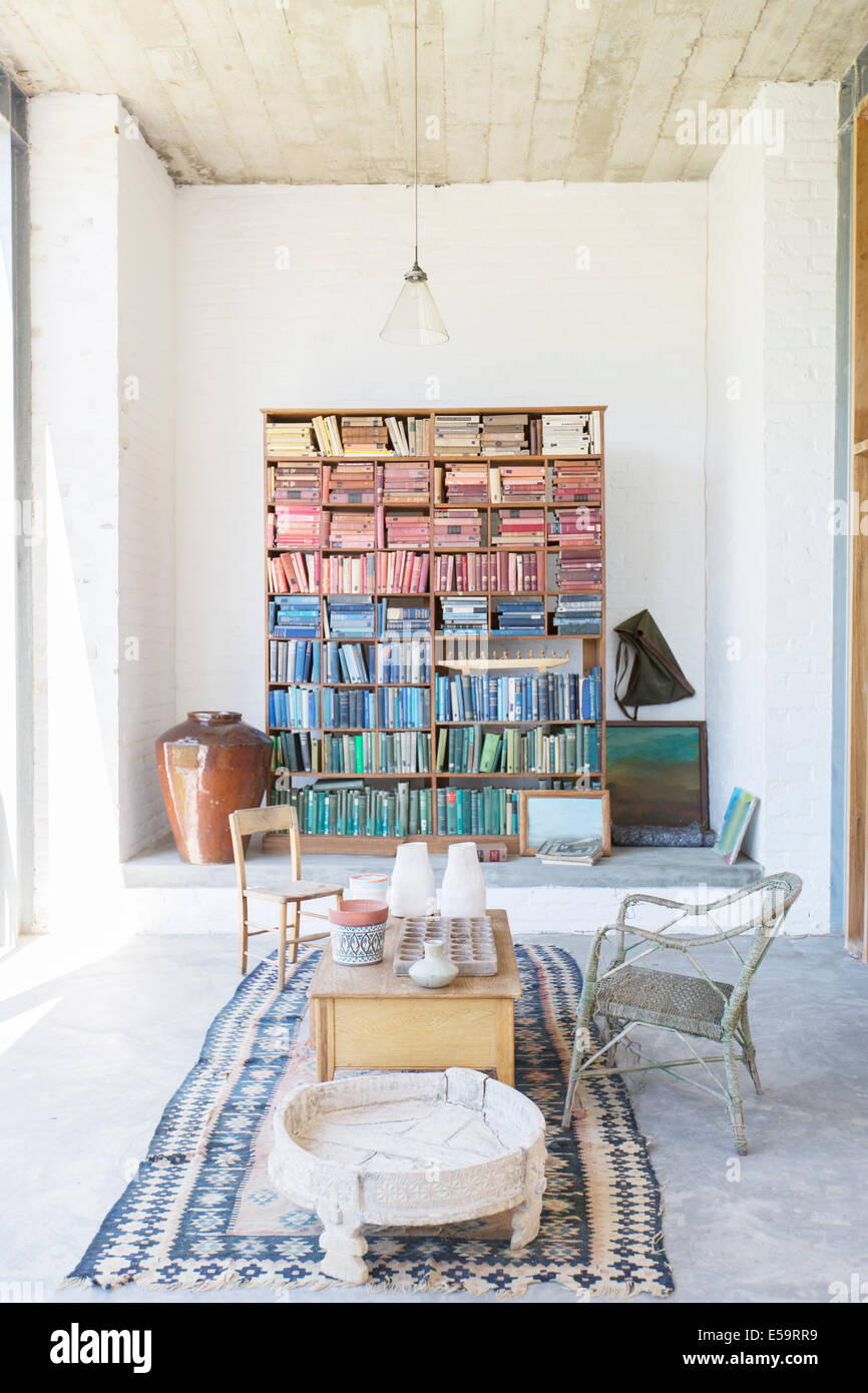 Bookshelves and coffee table in rustic house - Stock Image