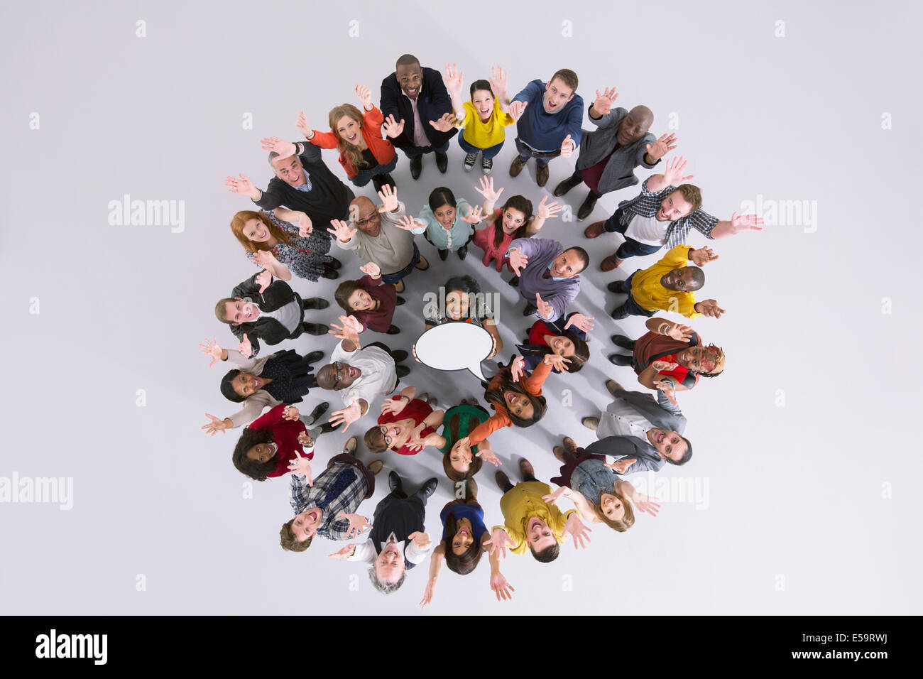 Portrait of business people in circle holding thought bubble - Stock Image