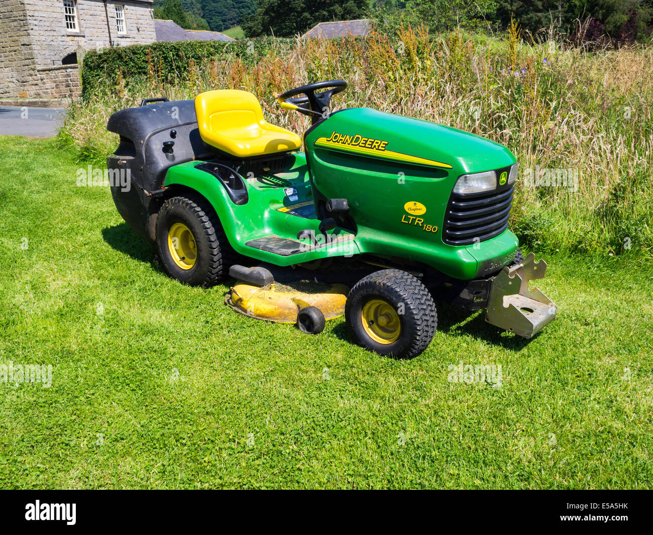 a john deere ltr180 grass mower with an integral grass collector stock photo 72138687 alamy. Black Bedroom Furniture Sets. Home Design Ideas