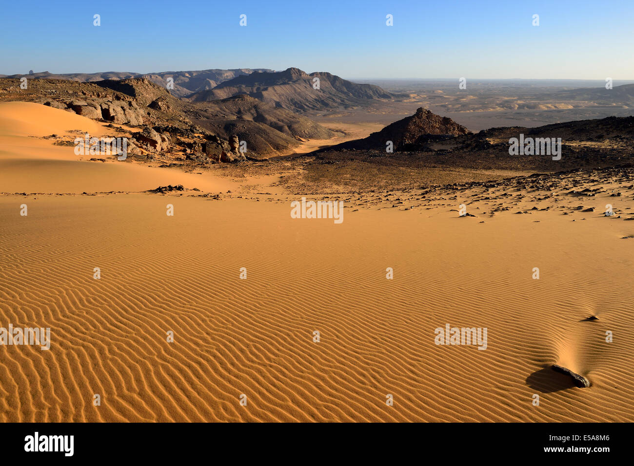 Western escarpment of Tadrart plateau, Tassili n'Ajjer National Park, Unesco World Heritage Site, Sahara desert, - Stock Image