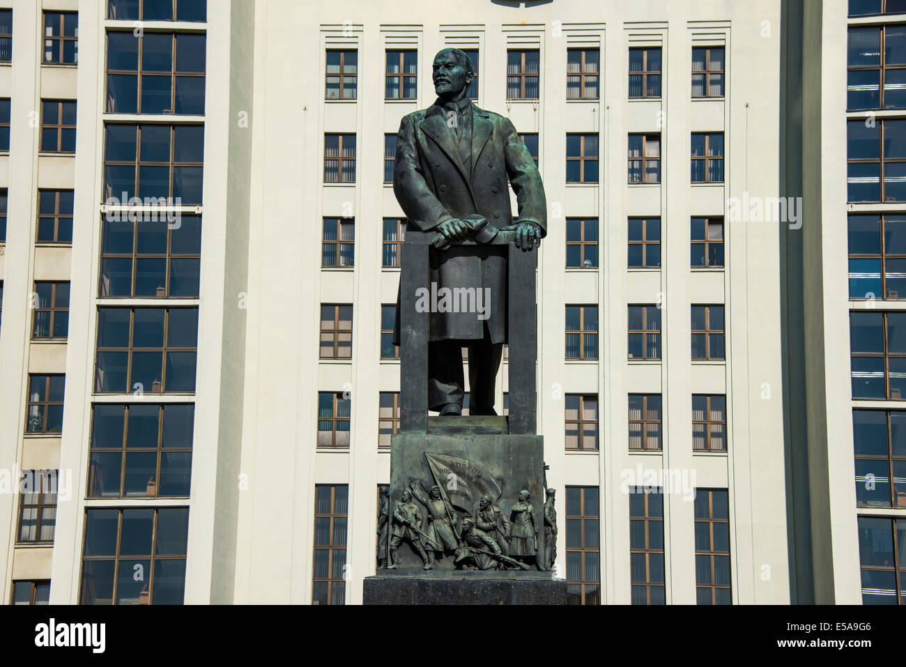 Lenin statue in front of the House of Representatives of Belarus on Nezalezhnasti Independence Square, Minsk, Belarus - Stock Image