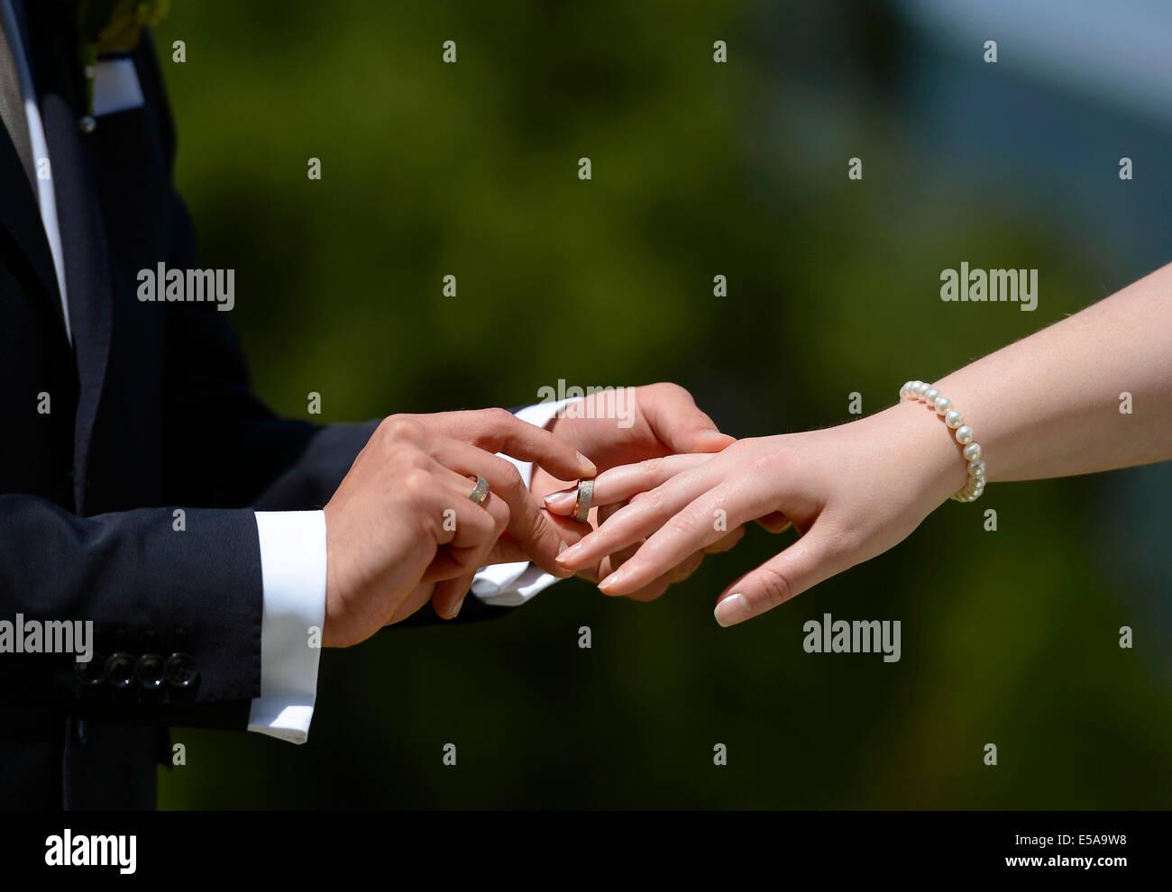 Exchanging wedding ring - Stock Image
