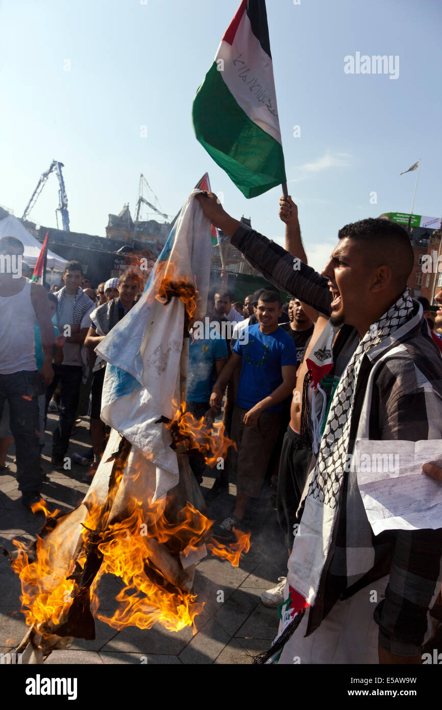 Copenhagen, Denmark – Friday, July 25th, 2014: Activists, allegedly associated with the islamist organisation Hizb - Stock Image