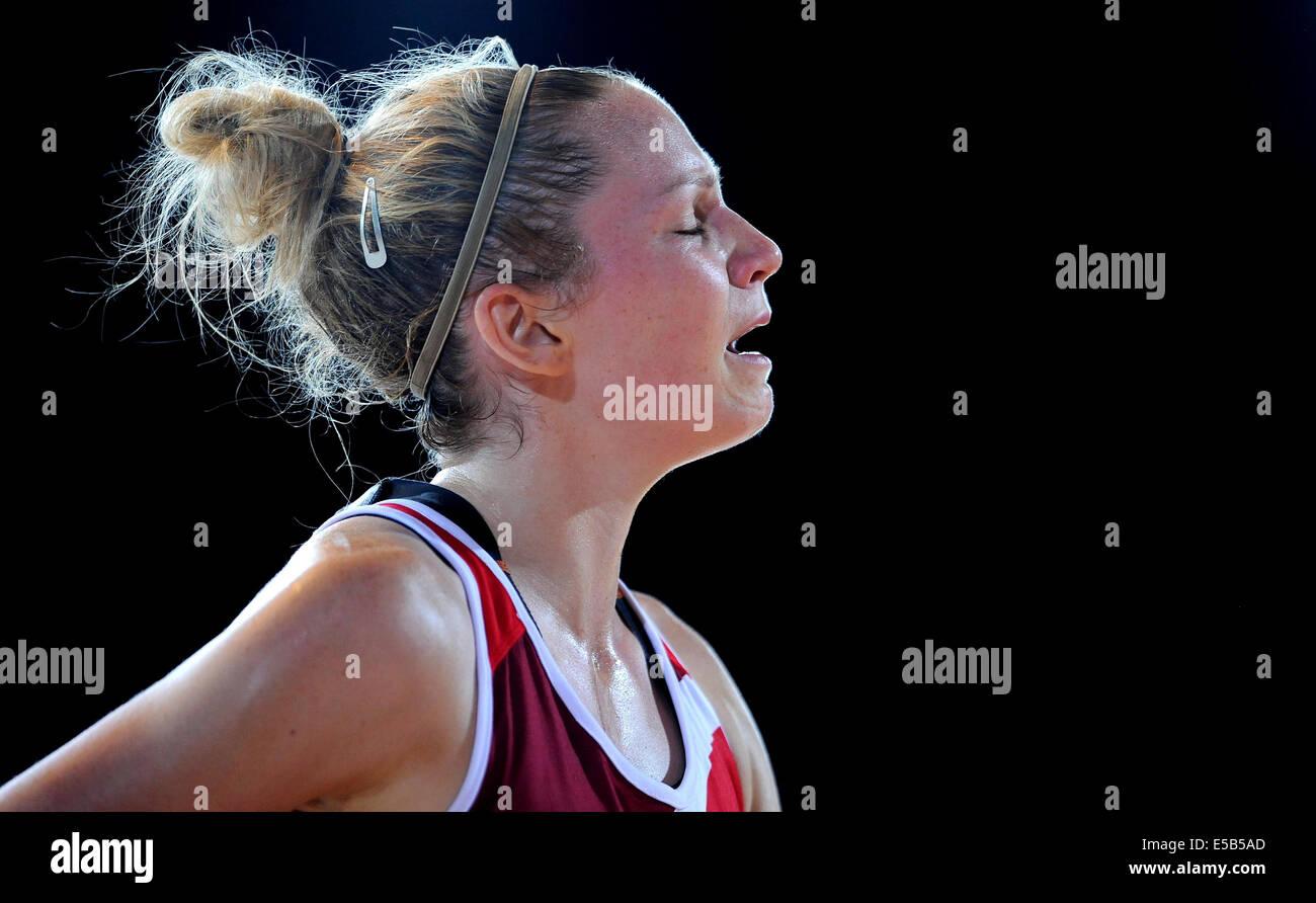 JOANNE HARTEN AFTER DEFEAT TO AUSTRALIA V ENGLAND NETBALL SECC GLASGOW SCOTLAND 26 July 2014 - Stock Image