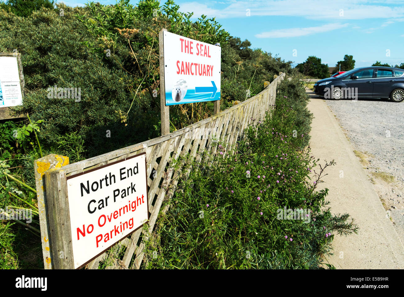 Mablethorpe seal Sanctuary north end car park sign summer - Stock Image