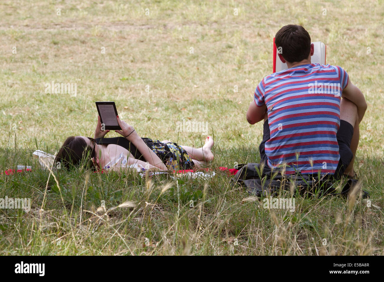 Wimbledon London UK. 26th July 2014. A couple read in the shade on another hot day on Wimbledon common Credit:  Stock Photo