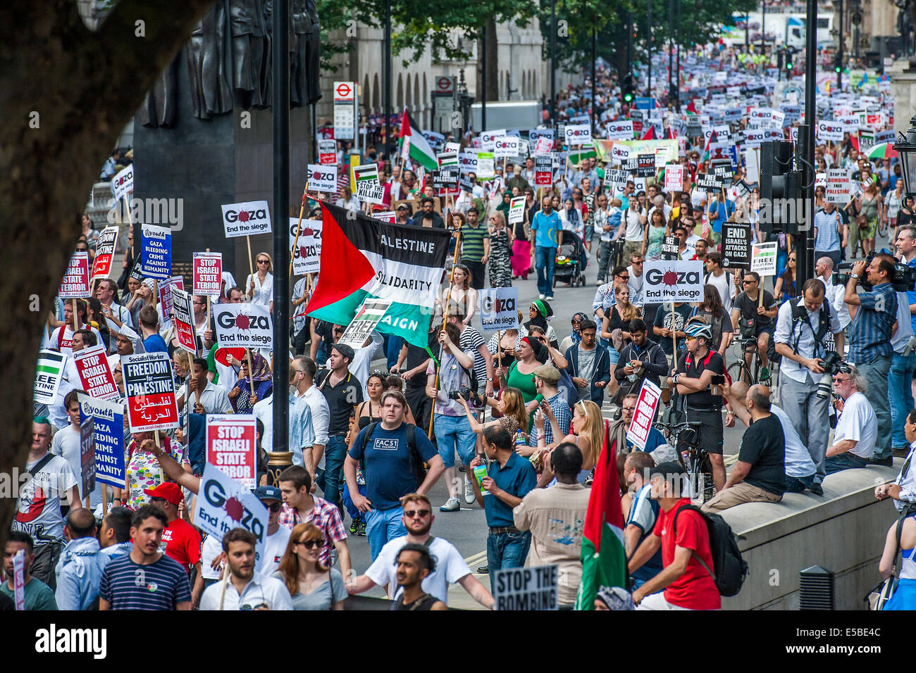 London, UK. 26th July, 2014. The March Passes Downing Street. Stop the 'massacre' in Gaza protest. A demonstration Stock Photo