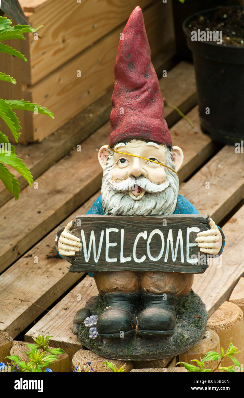 Garden Gnome Carrying a Welcome Sign Stock Photo: 72168789 - Alamy