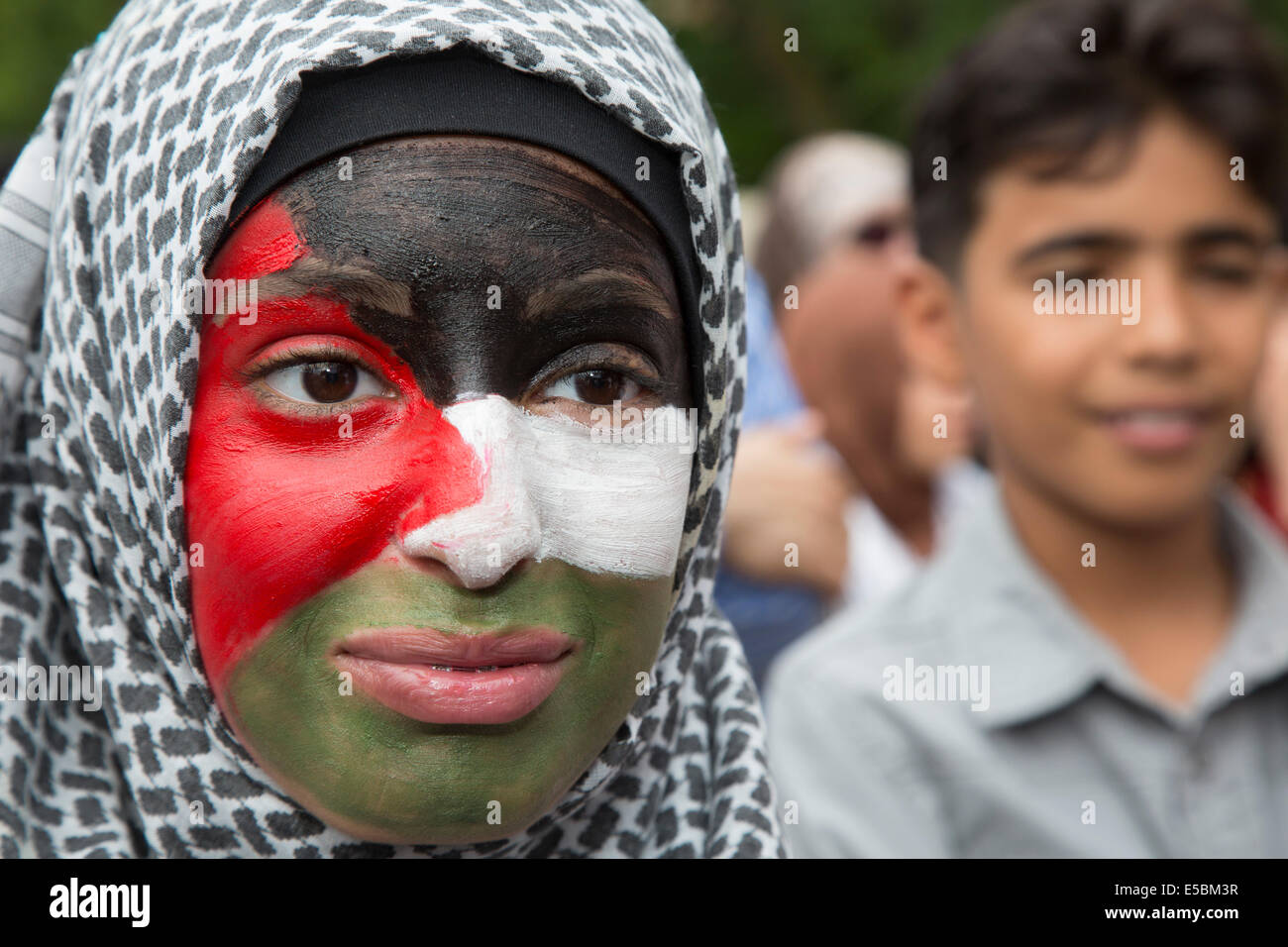 Dearborn, Michigan, USA. Arab-Americans rally at Dearborn city hall to protest Israel's military action in Gaza. - Stock Image