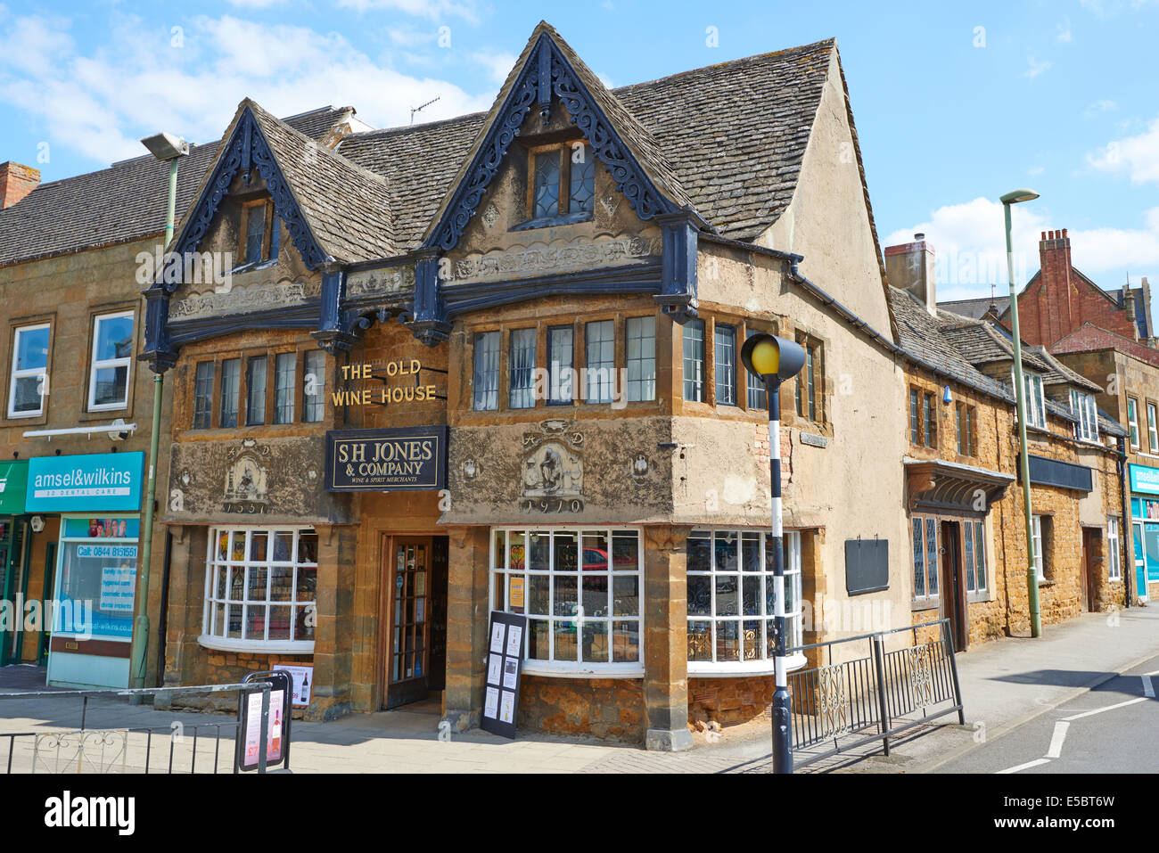 S H Jones Wine Merchants High Street Banbury Oxfordshire UK - Stock Image