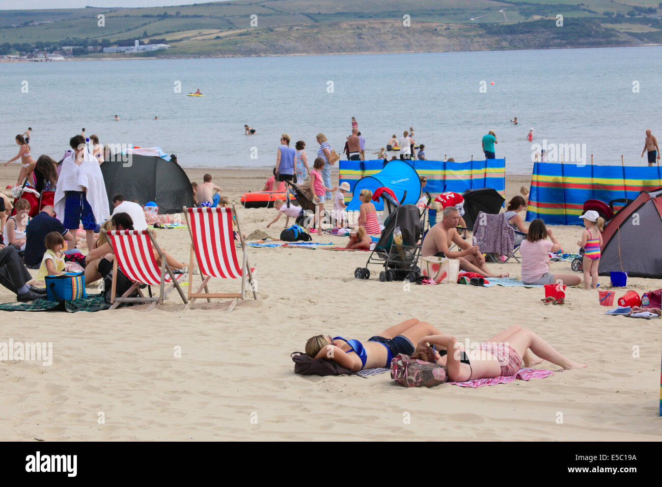 Weymouth Beach, Dorset, UK. 27th July 2014. UK Weather: Crowds flock to Weymouth Beach as the heat wave continues. - Stock Image