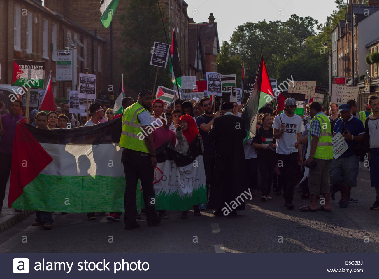 Oxford, UK. 26th July, 2014. Free Palestine demonstration of local citizens and students walk up the Cowley Road, - Stock Image