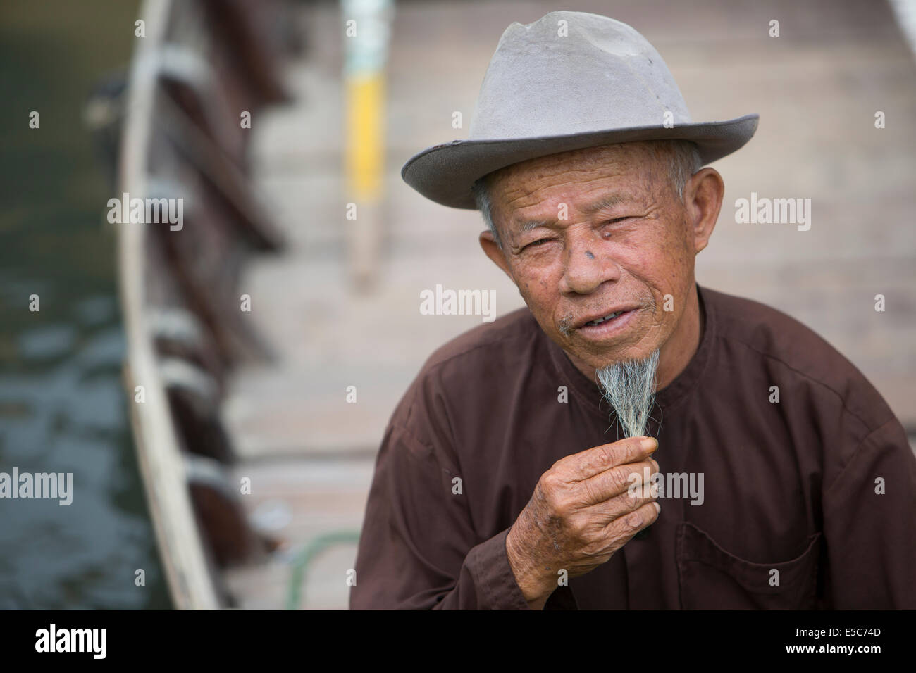 Vietnamese man with long beard in row boat in HoiAn canal - Stock Image