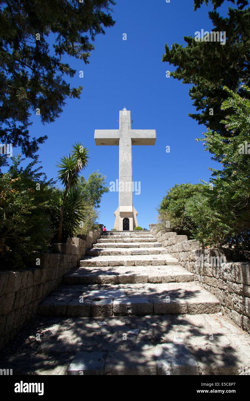 Big cross on Filerimos Hill with the blue sky behind - Stock Image