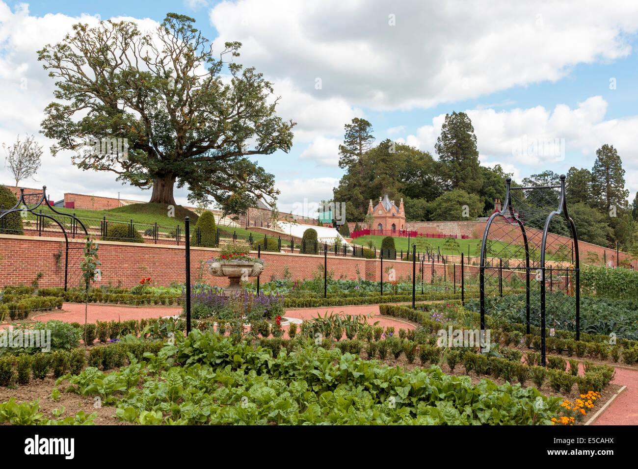 Garden Centre: Fountain Dumfries Stock Photos & Fountain Dumfries Stock