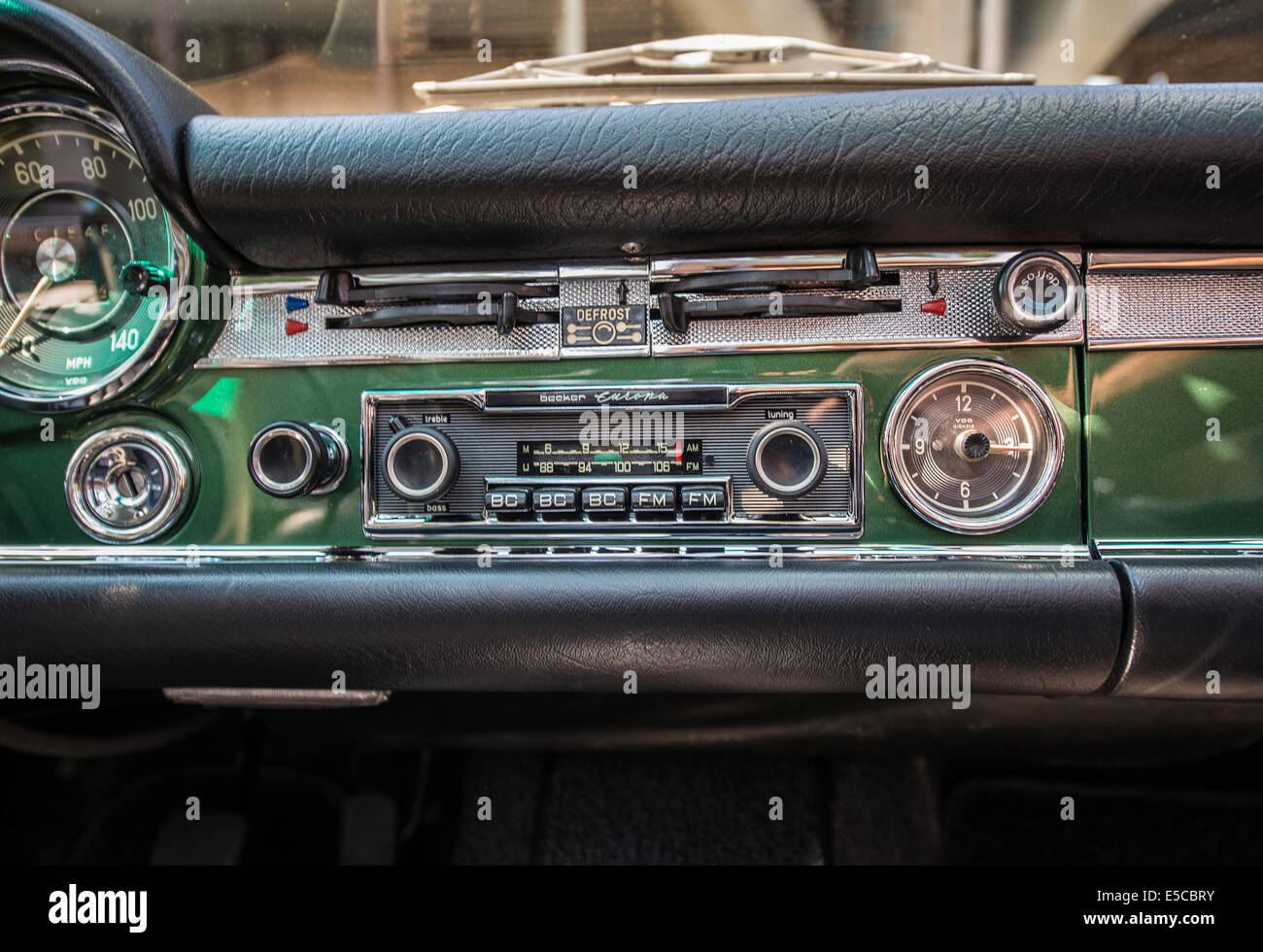 Vintage Car Radio Stock Photos & Vintage Car Radio Stock Images - Alamy