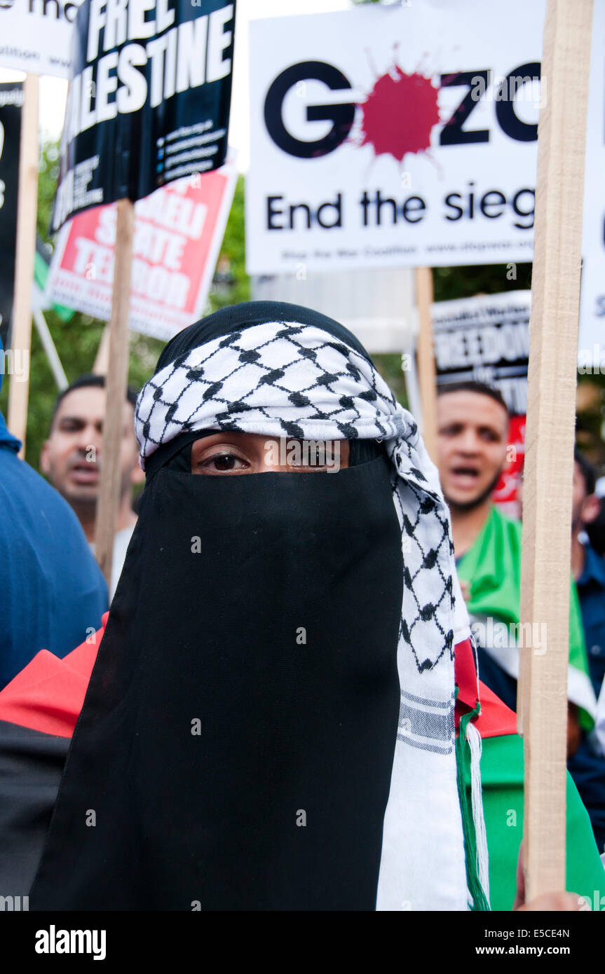 Thousands protest in London against Israeli attacks on Gaza July 26 2014 - Stock Image