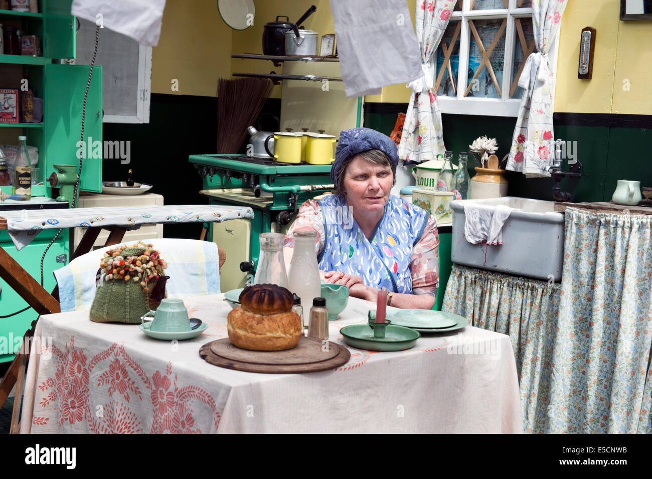 1940s weekend at Kidderminster Station, Worcestershire, UK on the Severn Valley Railway, 2014. A replica 1940s kitchen. - Stock Image