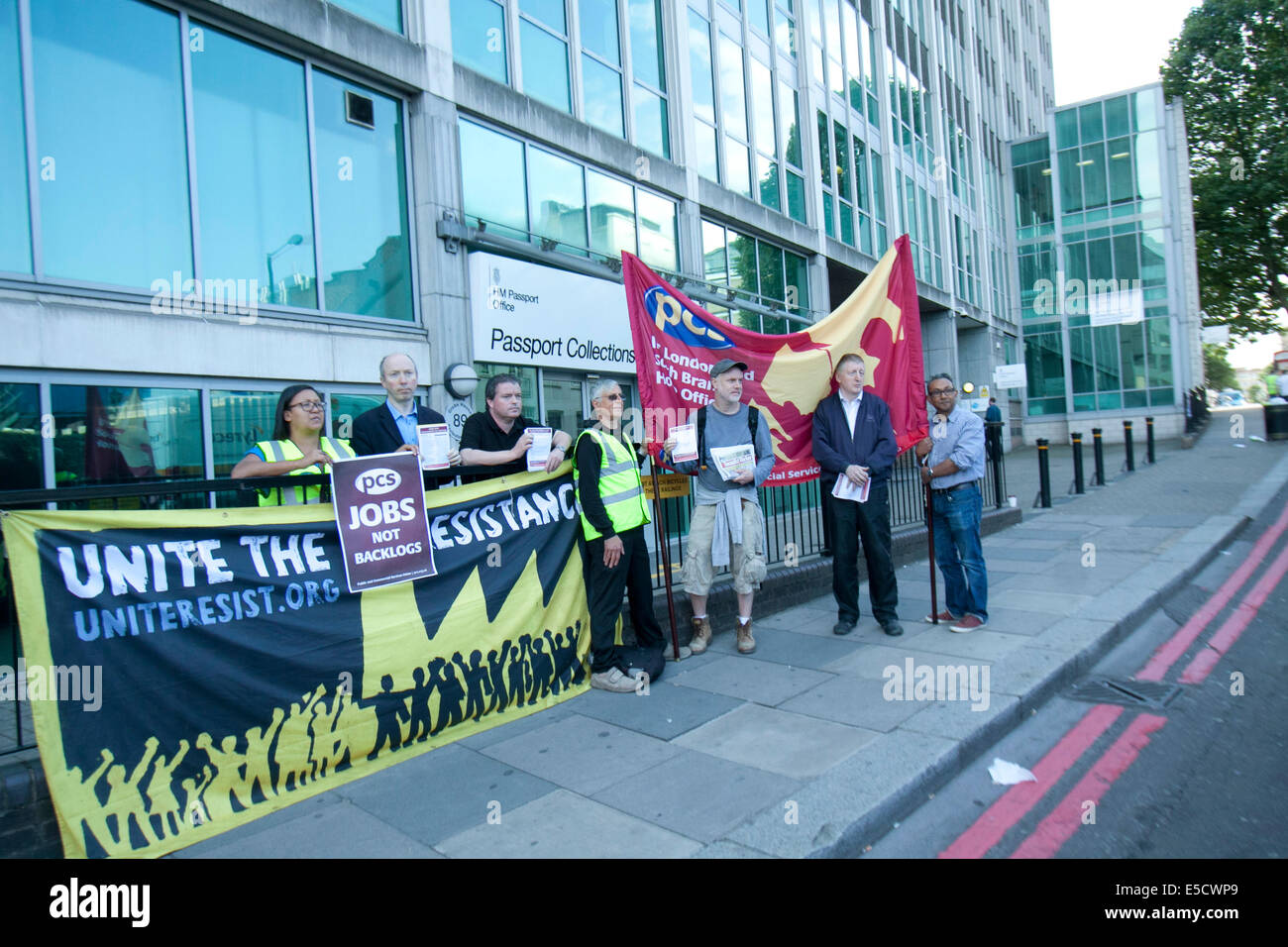 London, UK. 28th July 2014. Staff staged a one day walk out at the UK passport office over pay cuts, shortages and - Stock Image
