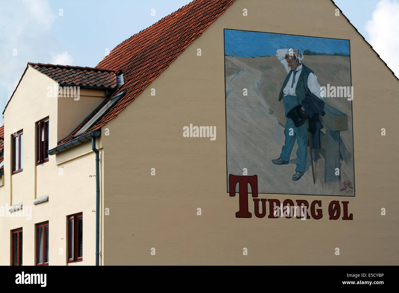 Tuborg's The Thirsty Man, gable mural from the poster painted by Erik Henningsen and used for Tuborg beer advertising - Stock Image