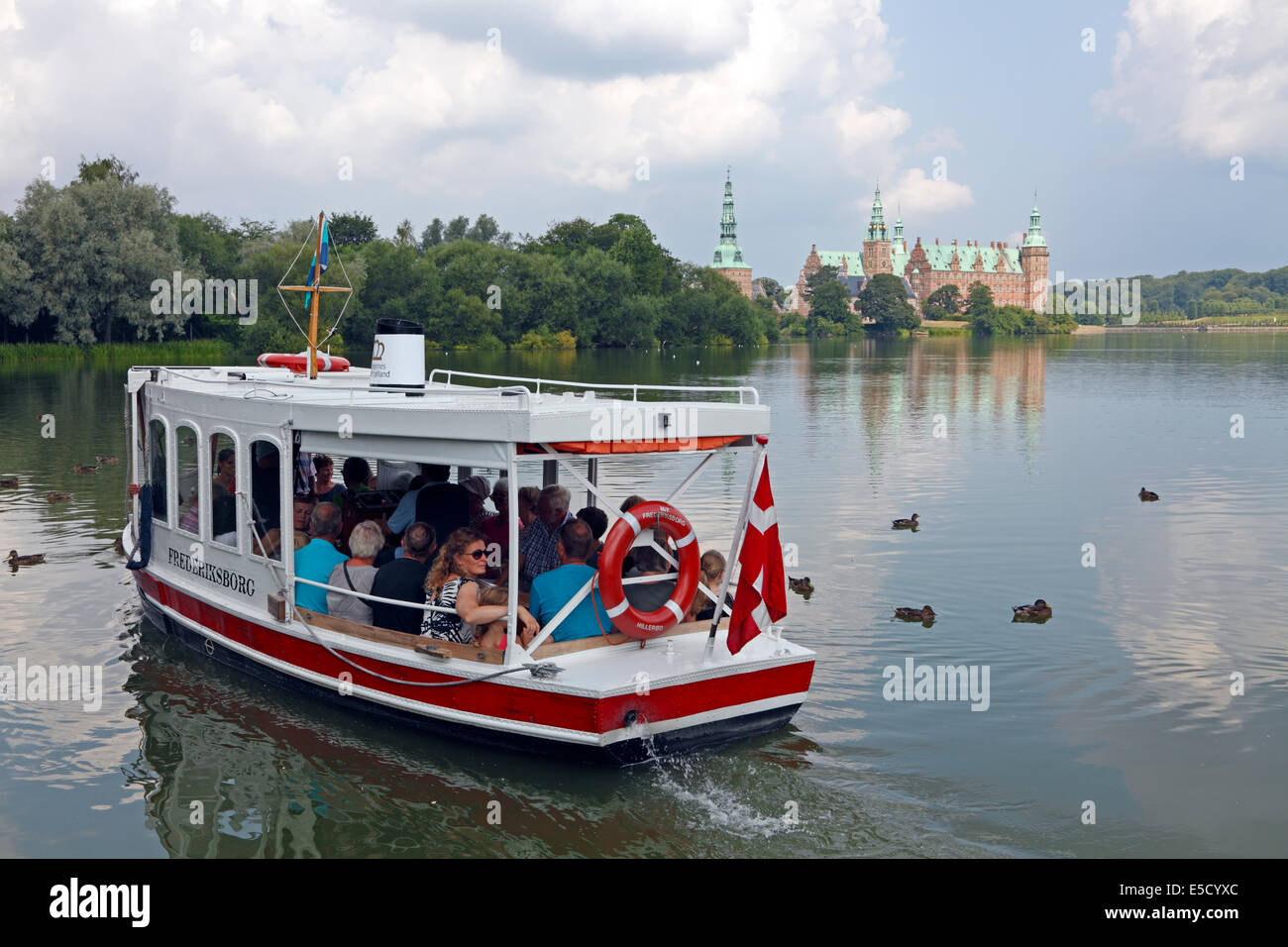 The Castle Lake ferry M/F FREDERIKSBORG leaving the city square in Hillerød for the Frederiksborg Castle and baroque Stock Photo