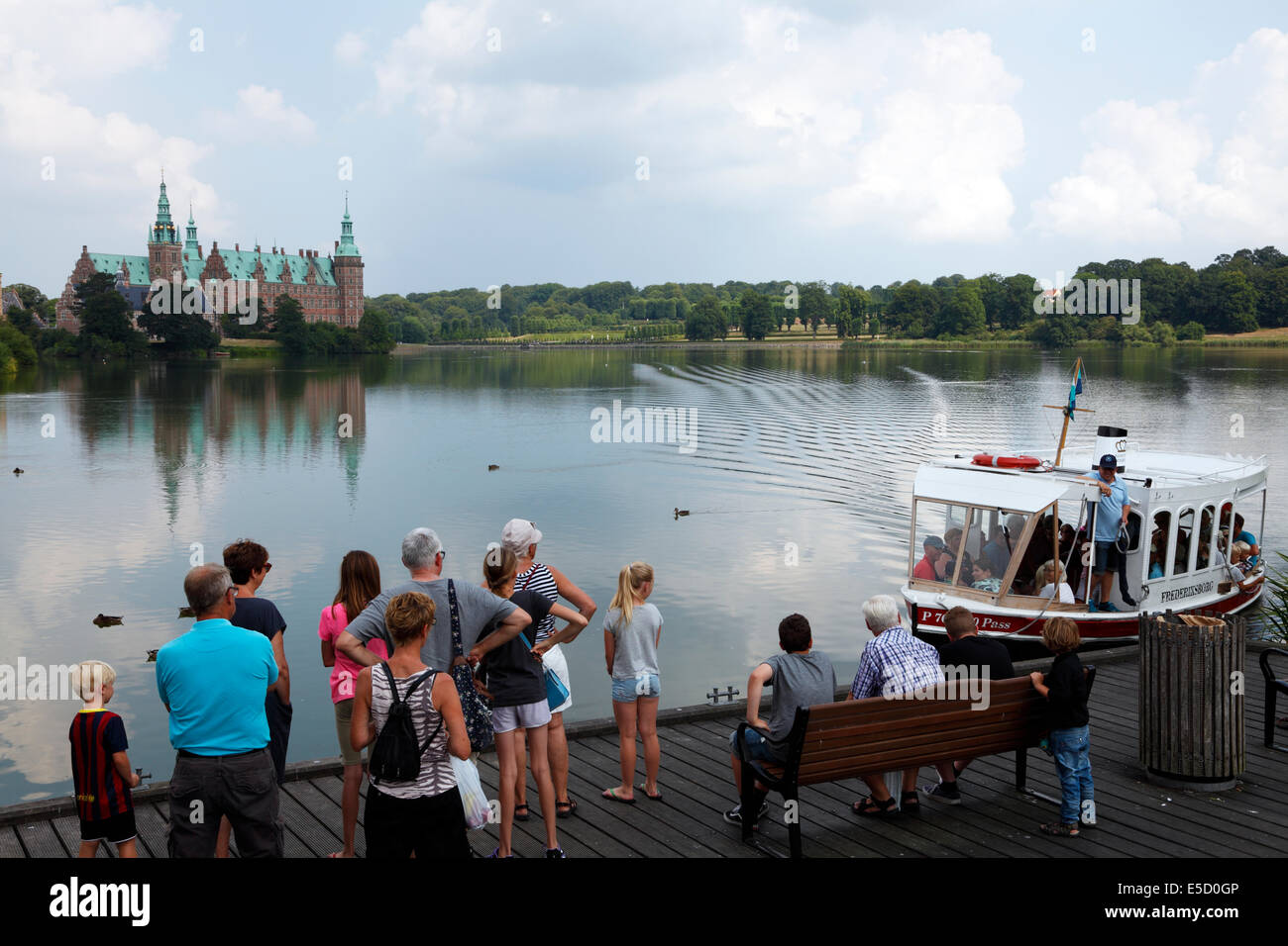 The Castle Lake ferry M/F FREDERIKSBORG arriving at the city square in Hillerød for passengers to the Frederiksborg - Stock Image