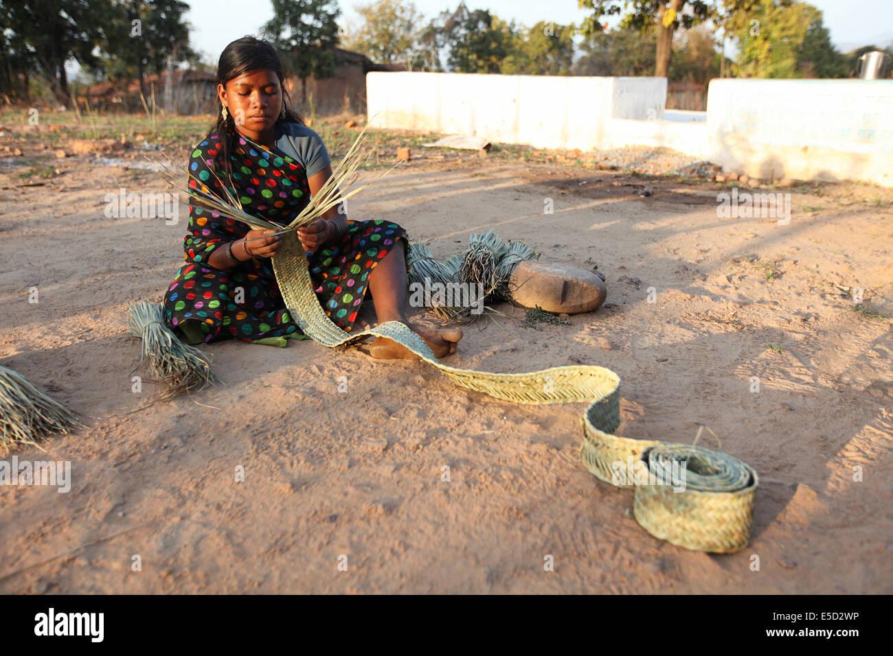 Tribal girl making  a mat with dry bamboo strips. Pahadi Korba tribe. Jambhata Village, Korba District, Chattisgadh, - Stock Image