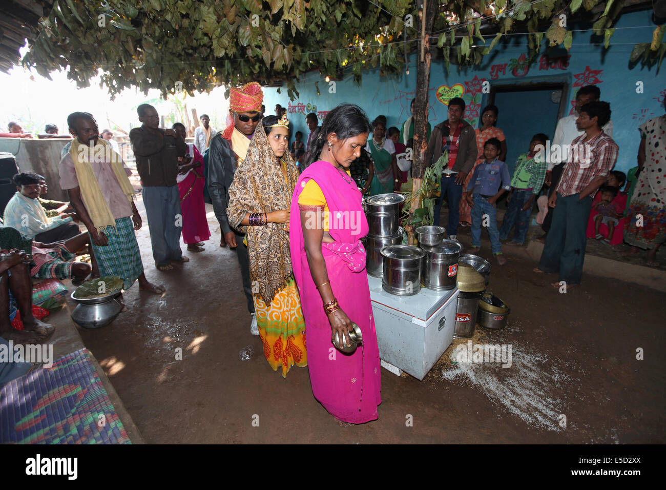 Bride and groom together in marriage ceremony, Baiga tribe, Chattisgadh, India Stock Photo
