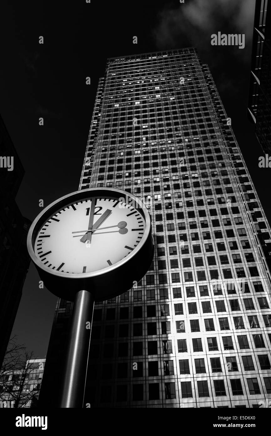Clock outside One Canada Square in Canary Wharf, London, UK - Stock Image