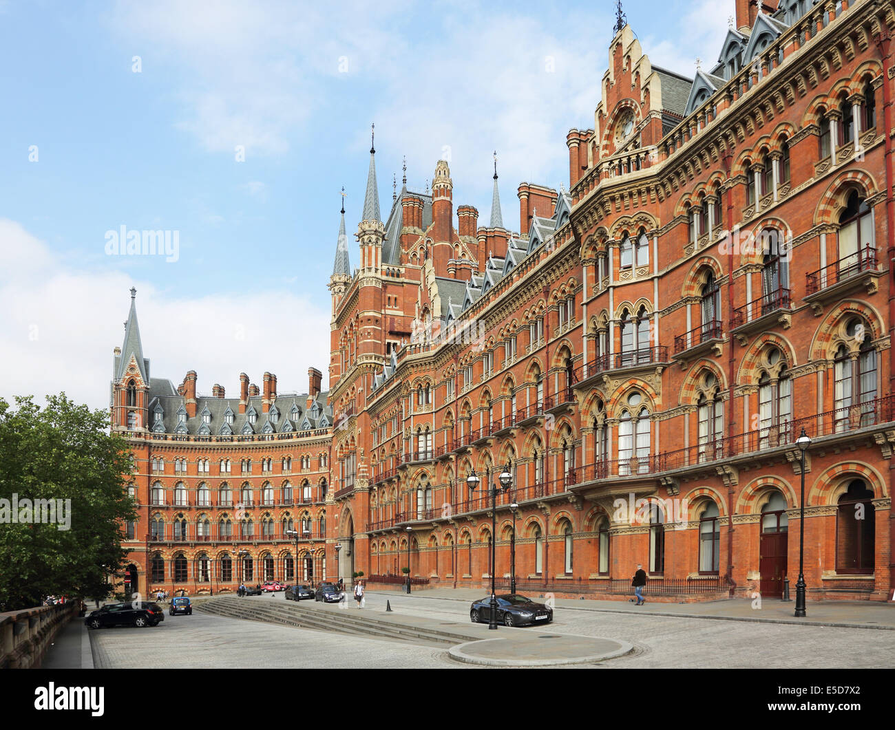 The main elevation of London's St Pancras Renaissance Hotel and St Pancras Chambers apartments fronting St Pancras - Stock Image