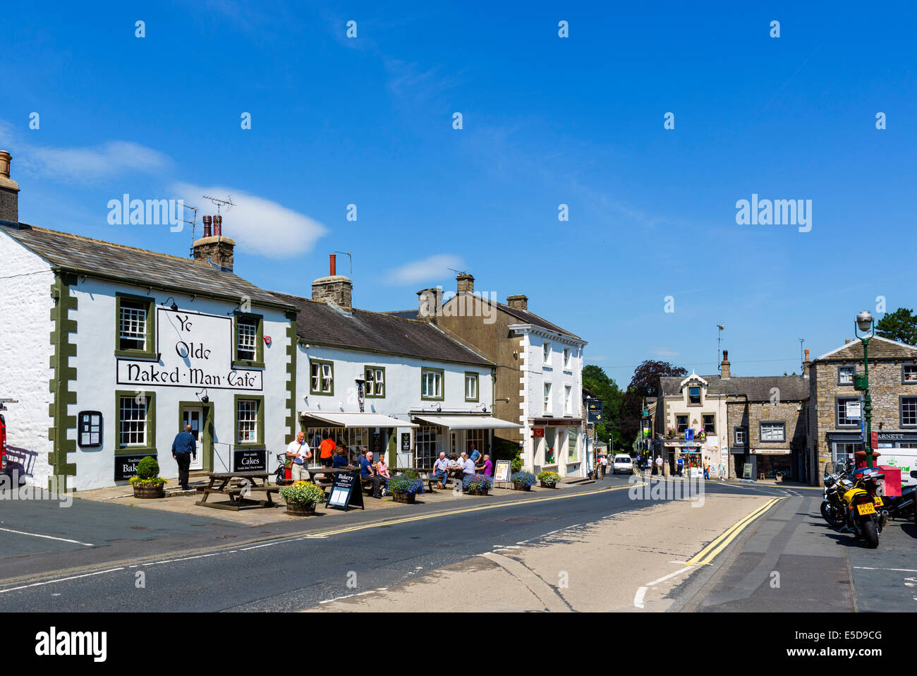 The Market Place in the centre of the small town of Settle, North Yorkshire, UK - Stock Image