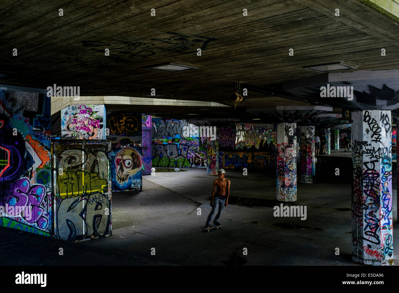 London urban photography: Lone skater at the Southbank skatepark, London, UK - Stock Image