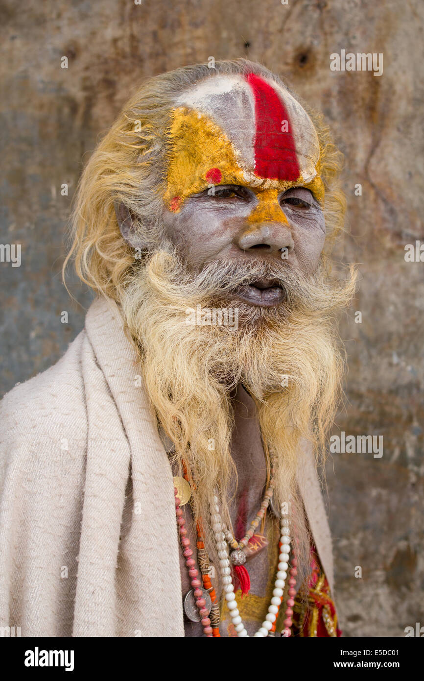 Portrait of a hindu sadhu (holy man) at the hindu temple complex of Pashupatinath, near Kathmandu, Nepal. - Stock Image