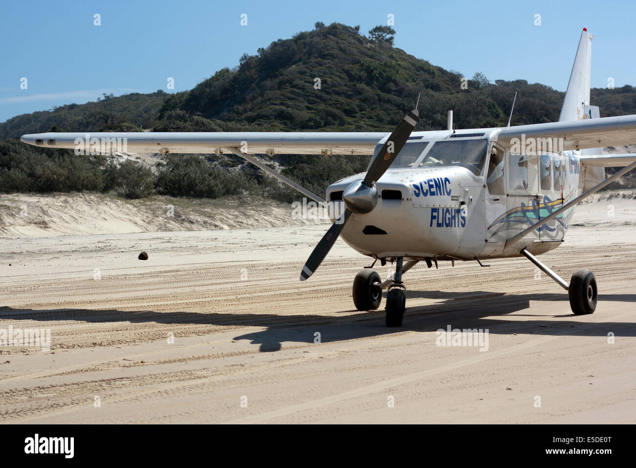 A scenic flight plane sitting on the beach on Fraser Island - Stock Image