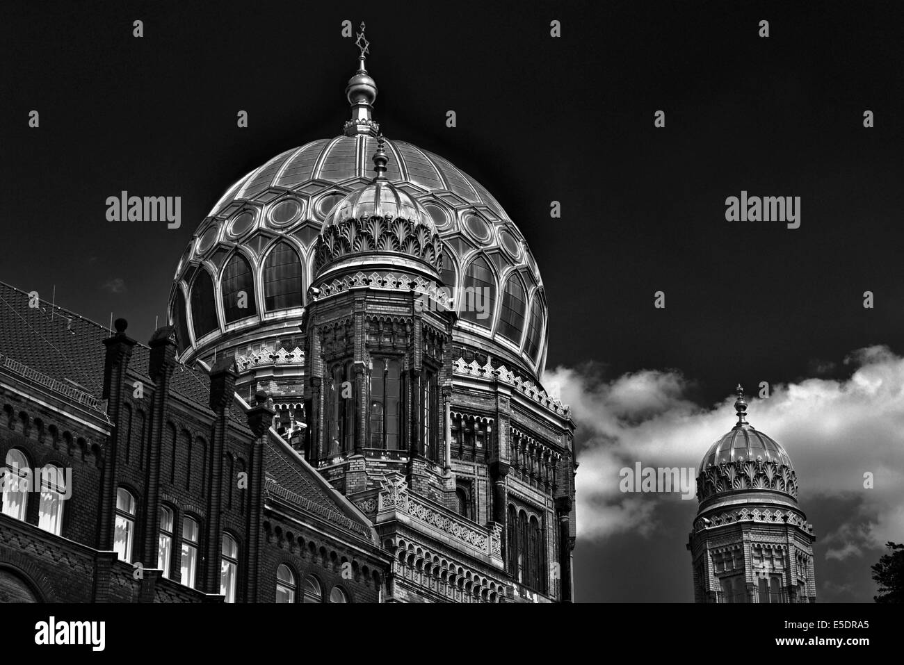 Germany, Berlin: Golden cupola of the New Synagogue - Stock Image