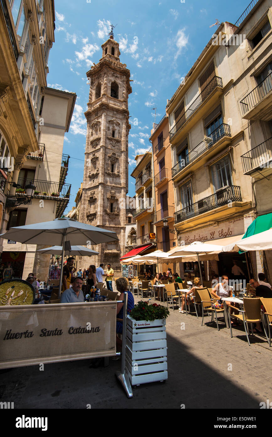 Outdoor cafe in the old town with Santa Catalina belfry behind, Valencia, Comunidad Valenciana, Spain - Stock Image