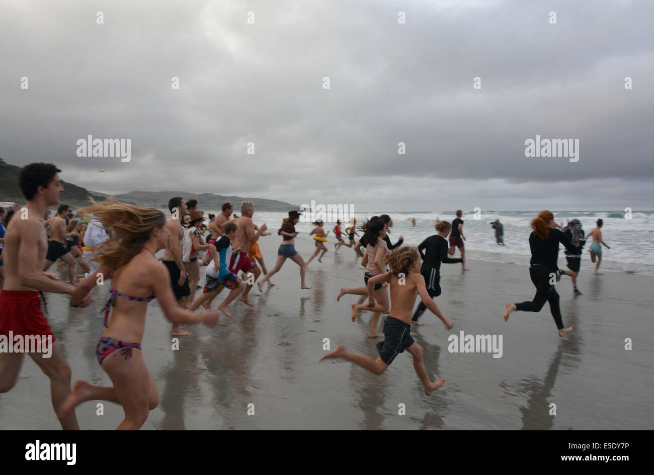People running into waters at Dunedin's annual midwinter Polar Plunge, St Clair Esplanade - Stock Image