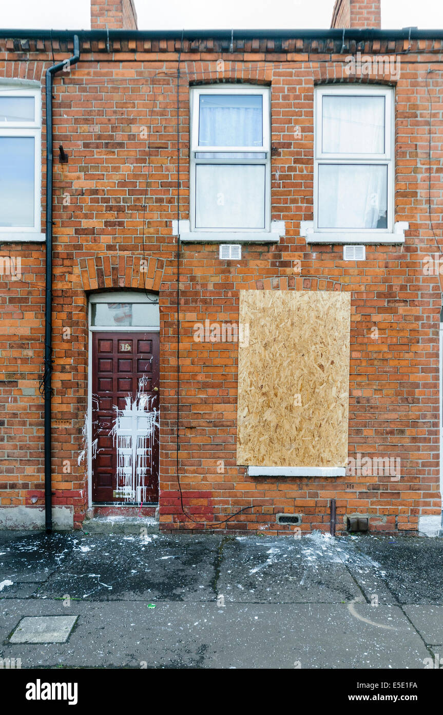 Belfast, Northern Ireland. 29th July, 2014. The homes of three Slovakian familes were attacked, windows broken on - Stock Image