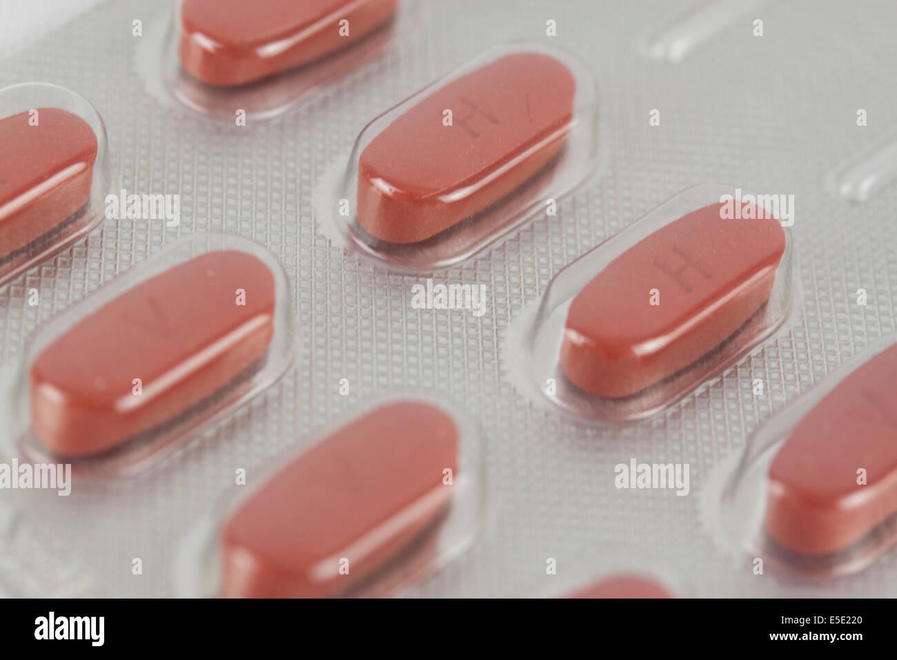 tabletten medikamente rot pillen medikament pille tablette apotheke gesundheit medizin medizinisch pharma pharmazie Stock Photo