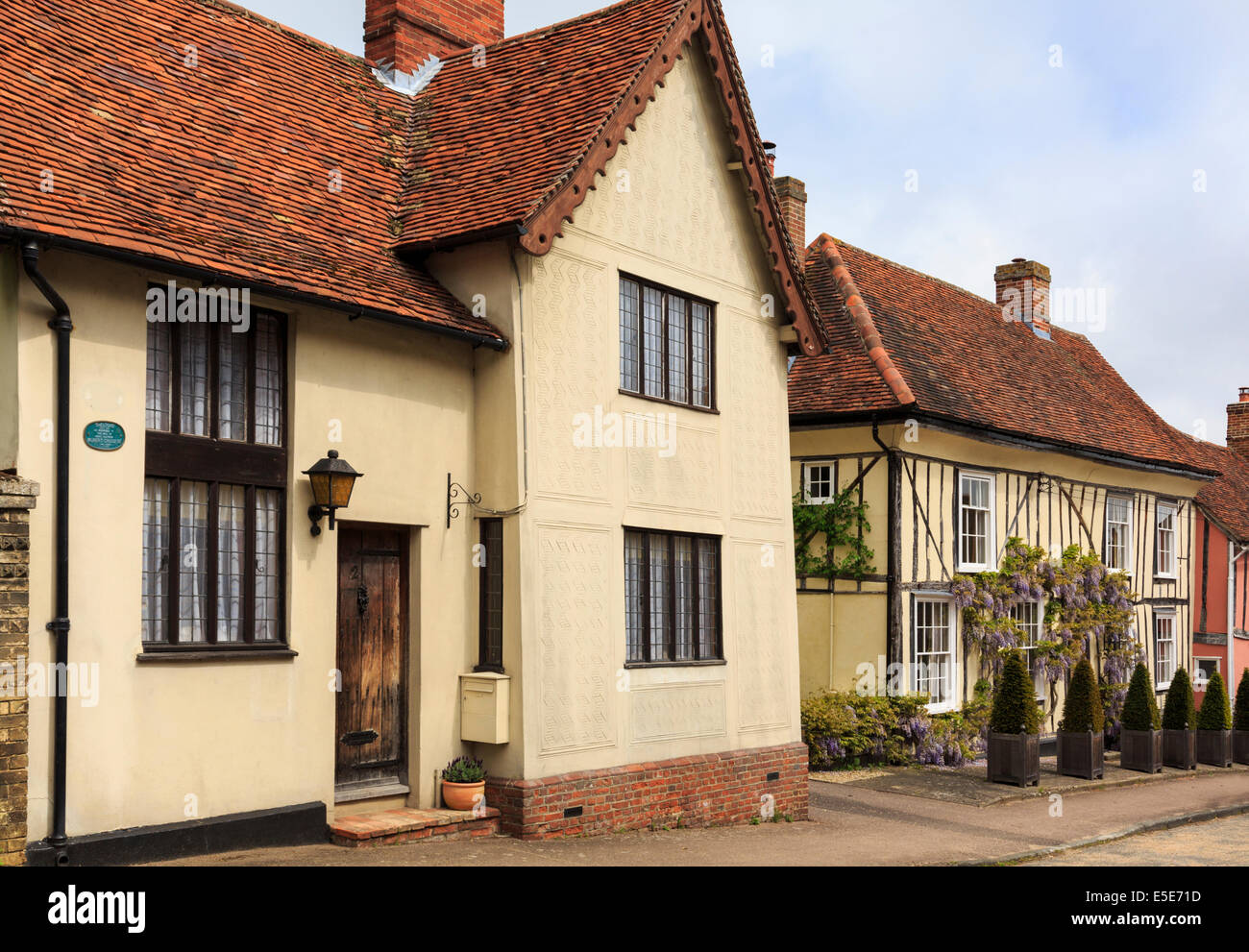 Street scene with quaint old detached houses in village of Lavenham, Suffolk, England, UK, Britain - Stock Image