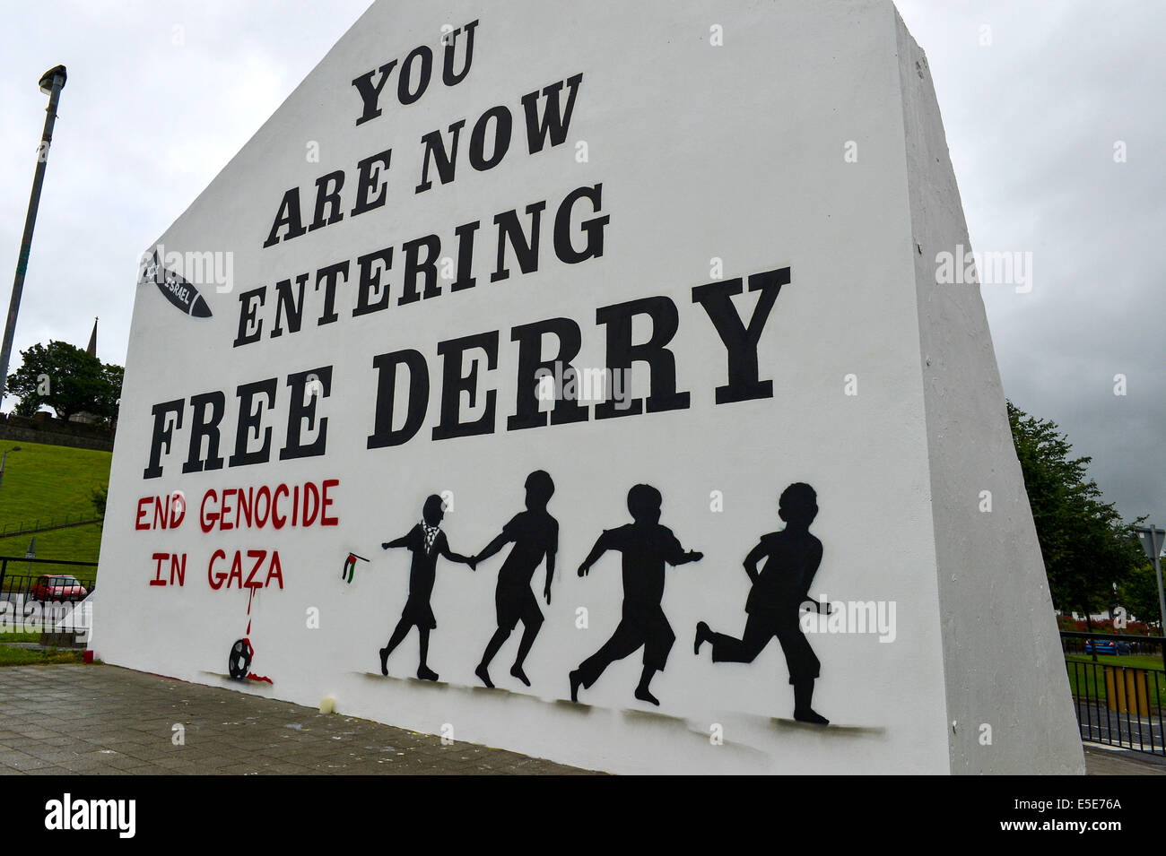 Derry, Londonderry, Northern Ireland - 29 July 2014 Pro-Palestinian Slogan painted on Free Derry Wall.  Pro-Palestinian - Stock Image