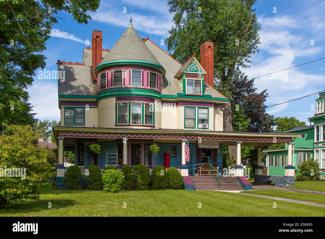 Christmas House shop in a Queen Anne Victorian house in Elmira New York - Stock Image
