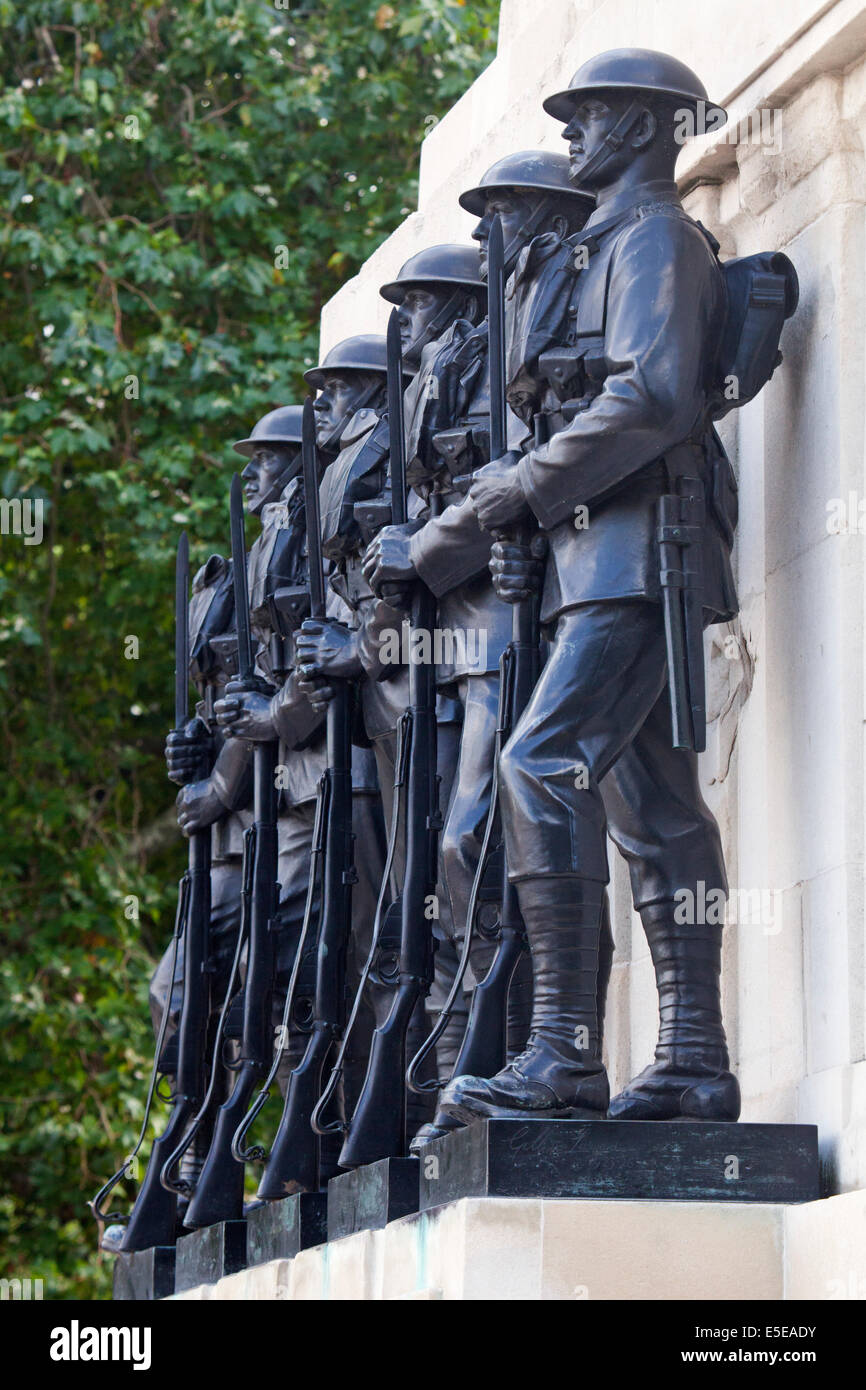 Statues on the Royal Artillery Memorial by Charles Jagger and Lionel Pearson, Hyde Park Corner, London, UK - Stock Image