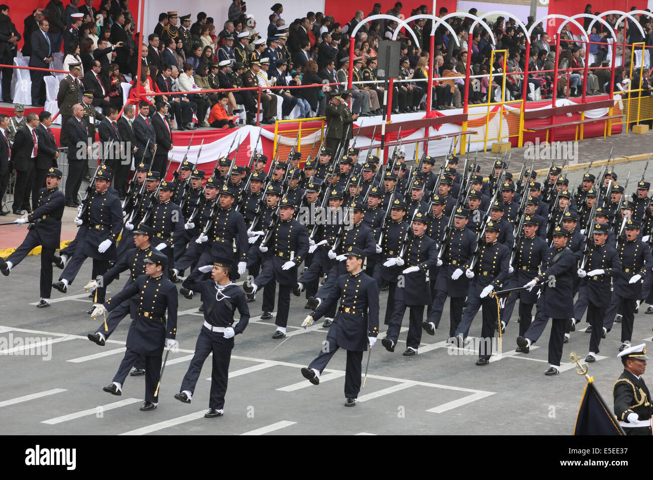 Lima Peru 29th July 2014 Soldiers Of Peru S Armed Forces Stock Photo Alamy