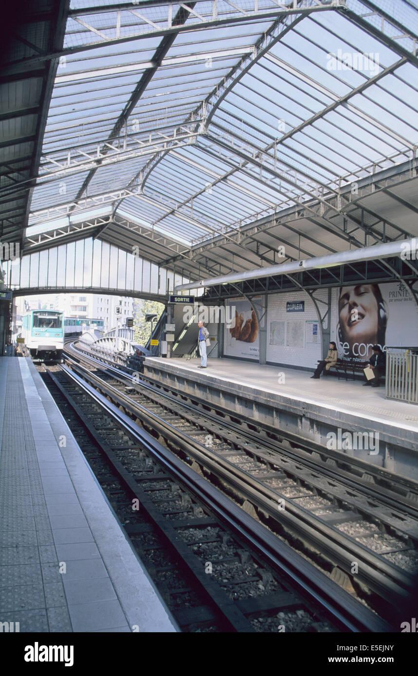 France, paris 15e, metro aerien station dupleix, verriere, ratp, rails, - Stock Image